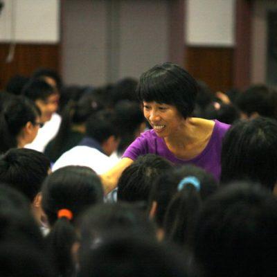 cindyfacilitatingatschooltour